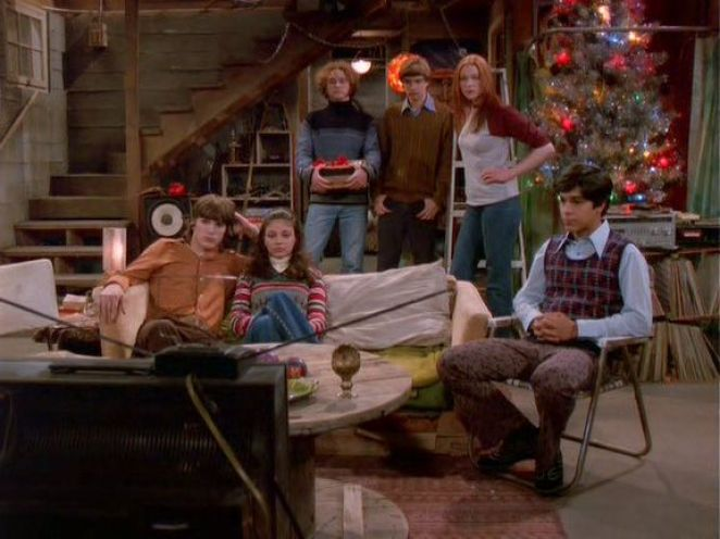 Kelso, Jackie, Hyde, Donna, Eric and Fez watch television