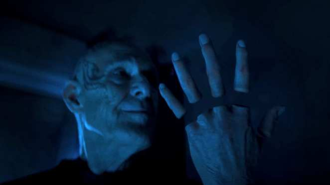 """Zellin looks at his detached fingers in Doctor Who S12E7 """"Can You Hear Me?"""""""