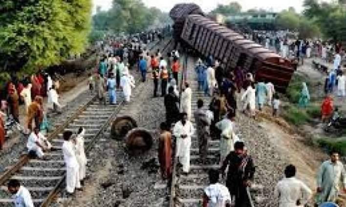 مصرع وإصابة 69 شخصا بانقلاب حافلة ركاب في باكستان