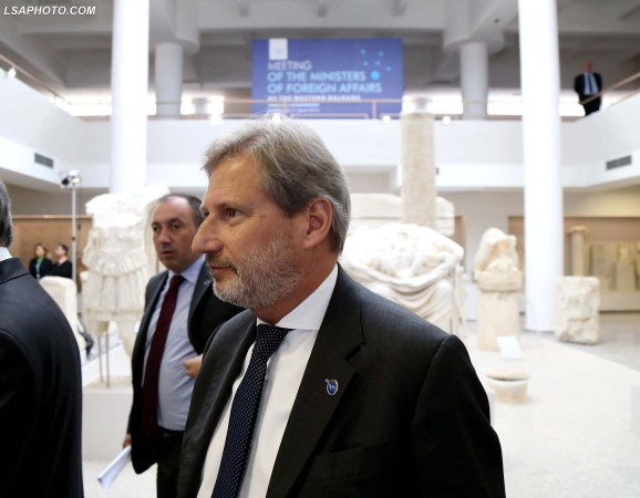 Komisioneri Europian per Politiken e Fqinjesise Europiane dhe Negociatat e Zgjerimit, Johannes Hahn, gjate nje takimi te Ministerialit te vendeve te Ballkanit Perendimor, organizuar ne Muzeun Arkeologjik ne Durres. /r/n/r/nEuropean Commissioner for European Neighbourhood Policy and Enlargement Negotiations, Johannes Hahn, during the Ministerial Meeting of the Western Balkans, organized in the Archaeological Museum in Durres.