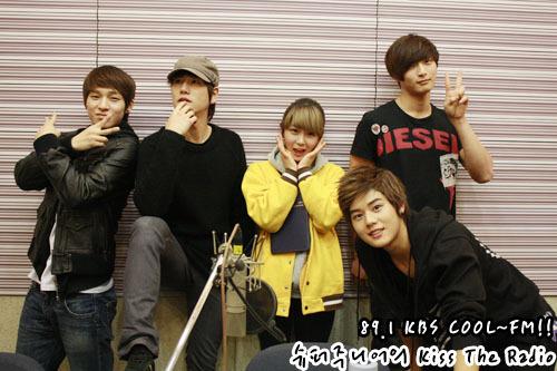 101230 Super Junior's Kiss the Radio  2010 라디오 동창회 시즌2..막내편! 2010 Radio Reunion Season 2..Maknaes! 그룹에서 귀여움을 독차지하는 동시에!!우리의 막내들이 모였습니다!! They own the cuteness in their groups!!Our maknaes have gathered!!