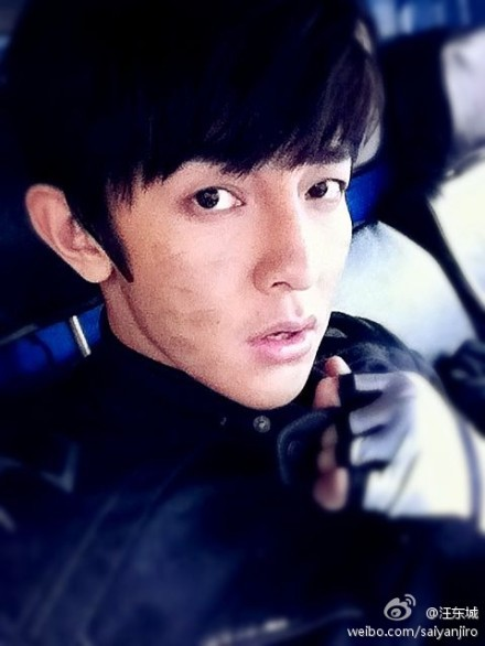 [Jiro Wang Weibo]: 這幾天完成了一系列不可能的任務。覺得挺佩服自己。辛苦大家。也謝謝大家。原來我也可以。 These few days, I have completed a series of impossible tasks. Feeling quite admiring for myself. Good job everyone. Also, thank you everyone. Originally, I can also do it. Posted on: 27 December 2011 22:51
