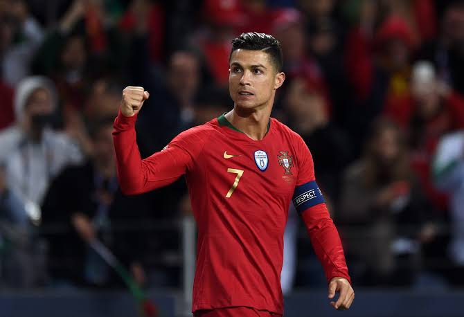 "Sporting CP honours ""the good son"" Cristiano Ronaldo"