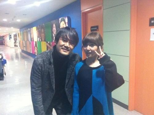 110109 Min's Twitter  JK김동욱선배님이랑- 키작은저를위해서.. 감사함니닷-!! with JK Kim Dongwook sunbaenim- For my small height.. thank you-!!  view in high-res (: