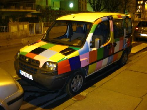 La voiture d'Elmer l'éléphant multicolore