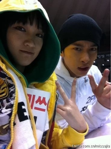110124 Jia's Weibo 运动会拍摄中…我们在为min&fei 加油!! sorry i can't translate…haha