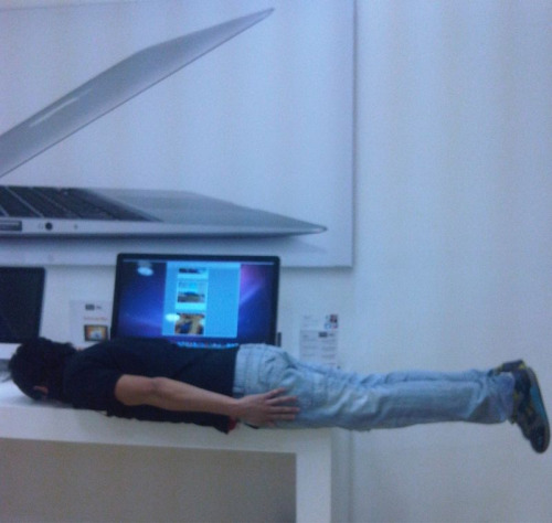 Extra points to this dude for planking with the planking blog on the screen behind him.