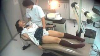 麻酔で動けなくなった女子校生をハメる悪徳歯科医