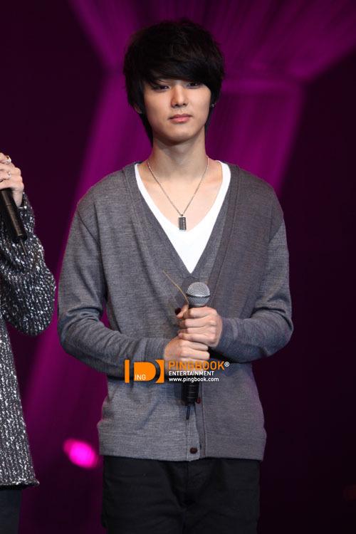 [051110] CN Blue - Minhyuk @ PD Radio Concert (Thailand) (more…)