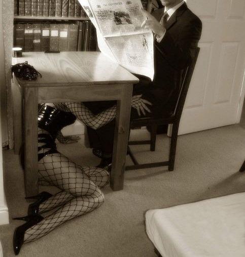 Sexo para parejas - bajo la mesa