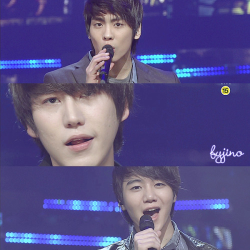 [SCREENCAP] 101219 Inkigayo S.M. THE BALLAD - Hot Times(#1) And obviously the main focus of this screencap is Kyuhyun. /gets shot