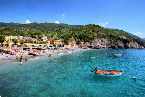 deeshore:  Monterosso Beach, Cinque Terre, Italy