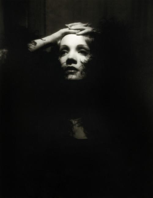 Marlene Dietrich em Shanghai Express (Josef von Sternberg, 1932) via foreveryourinnamorata
