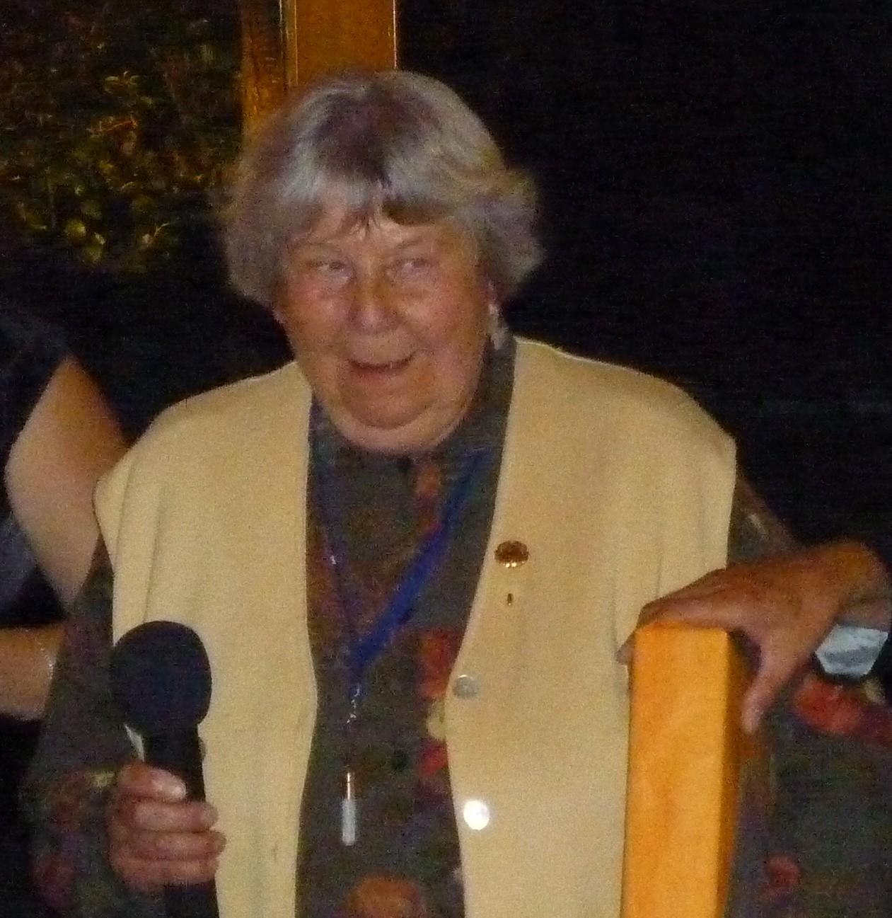 Luisa erhält die Ehrennadel der Stadt