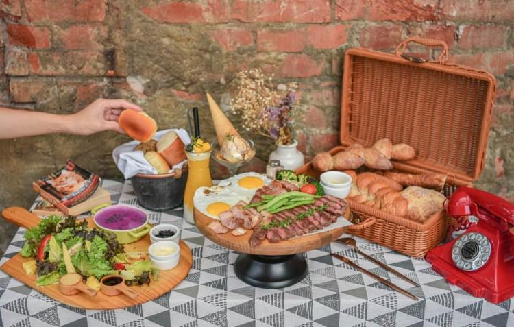 堅果小巷Heynuts Alley Cafe:台中西區美食-在老宅玻璃屋裡享受野餐風格的早午餐,不用到戶外曬太陽就可以野餐,非常適合情侶約會!