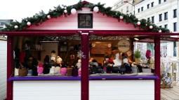 Chalet de bonnets sur le marché de Noël du Mans