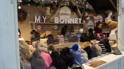 Chalet à bonnets sur le marché de Noël de Nantes