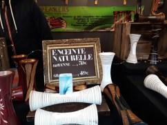 Chalet vendant des enceintes naturelles sur le Marché de Noël d'Angers