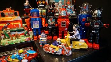 Vente de jouets mécaniques sur le marché de Noël de Nantes