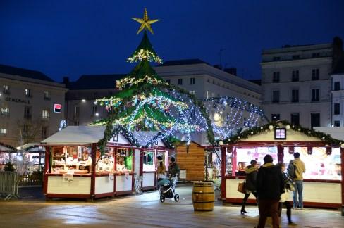 Illumination des chalets du marché de Noël du Mans