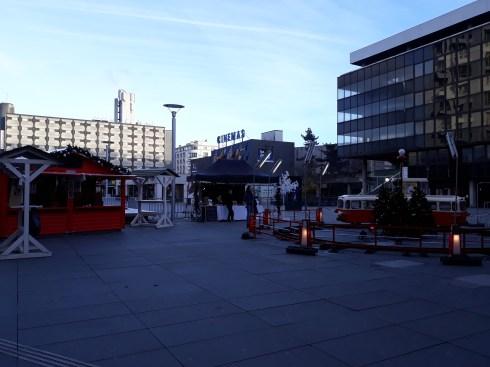 Petit train et chalets du marché de Noël de Rennes