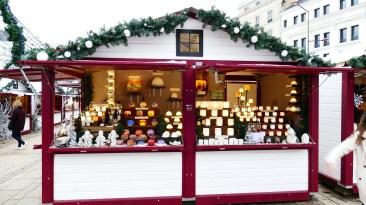 Photophores et carrousel pour fêter Noël