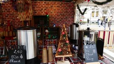 Chalet à vin chaud sur le marché de Noël du Mans