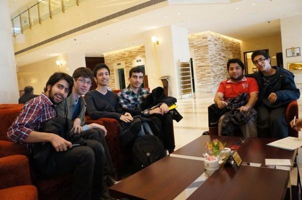 چند نفر از شرکت کنندگان ایرانی در لابی هتل - Codeforces.com
