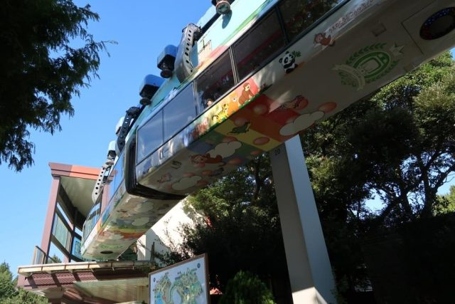 Monorail connecting the east and west side of Ueno Zoo