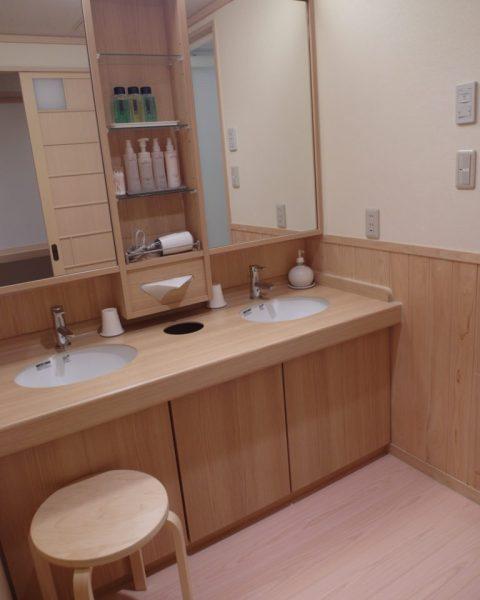 His/Her Sinks at Konansou Hotel Mount Fuji