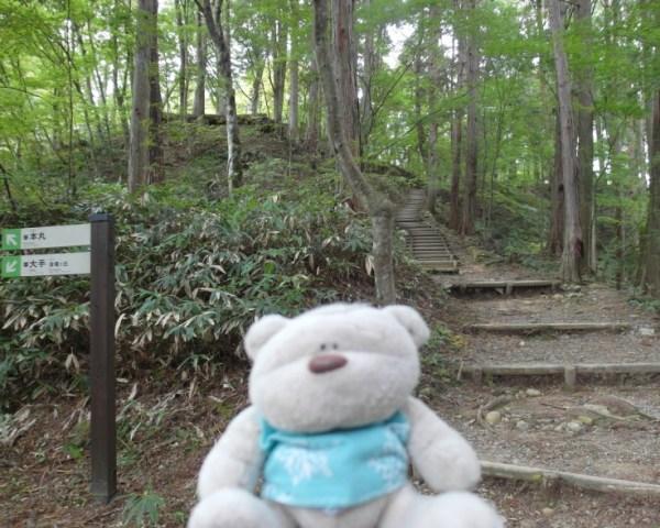 Path up to Takayama Castle Ruin (本丸)