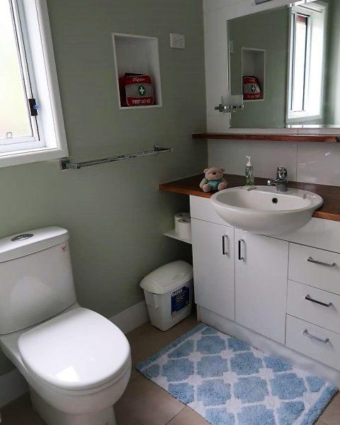 Clean bathroom Noosa Heads Home