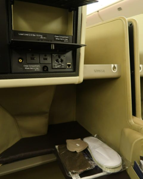 Leg rest SQ 777-300ER Business Class Review