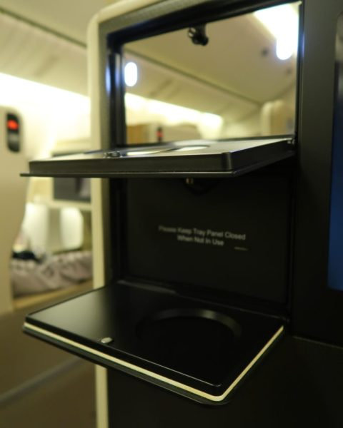 Vanity mirrors SQ business class seats