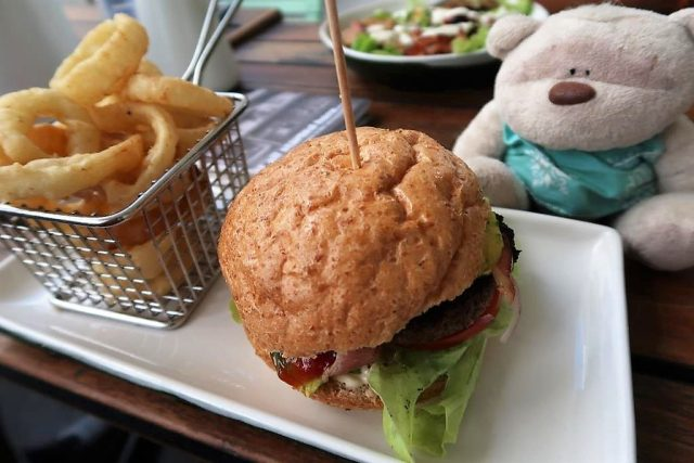 Babe & Daisy Burger with Onion Rings