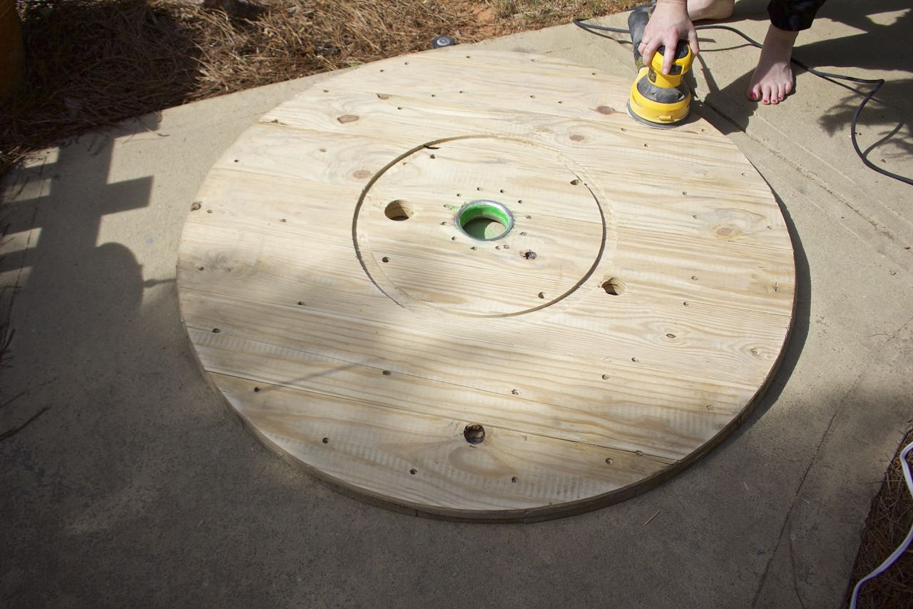 wire spool diy coffee table 2 bees in
