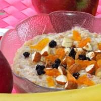 Βίγκαν πρωινό χωρίς γλουτένη με νιφάδες φαγόπυρου