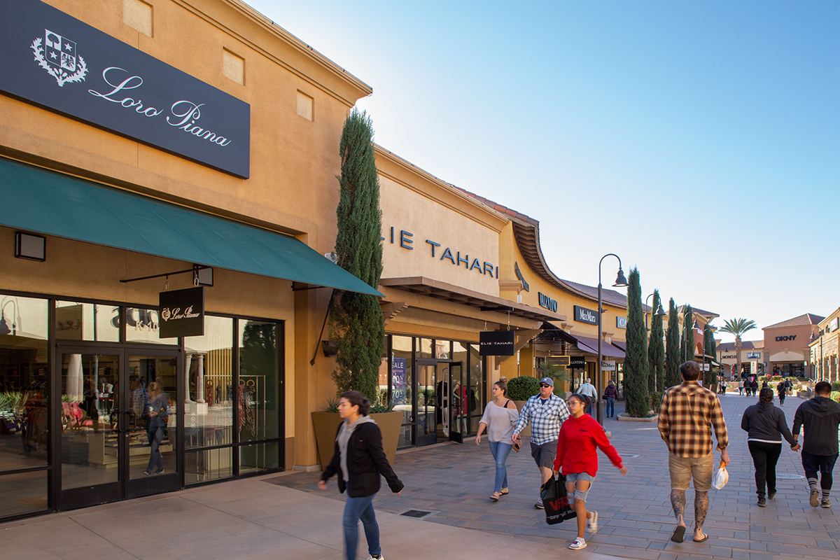 About Desert Hills Premium Outlets A Shopping Center in