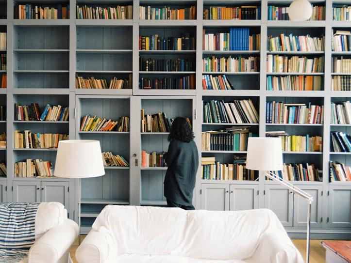 Woman standing in front of bookshelves