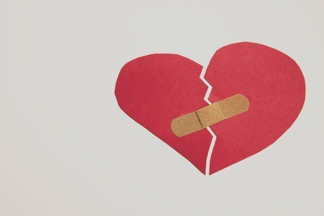 broken-heart-2965890_1280.jpg