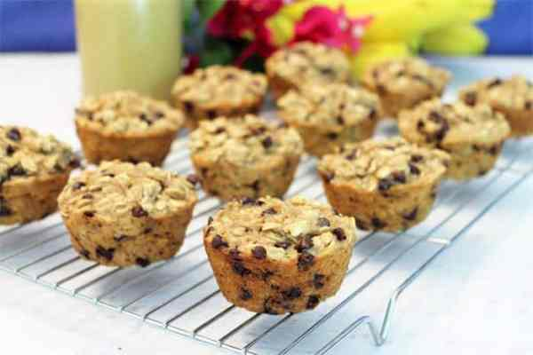 Banana Chocolate Chip Smoothie Muffins 4 | 2 Cookin Mamas