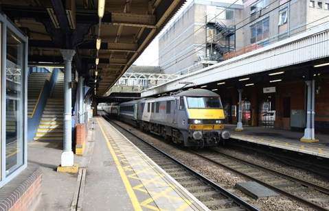 90015 screams through Ilford on its way to Liverpool Street