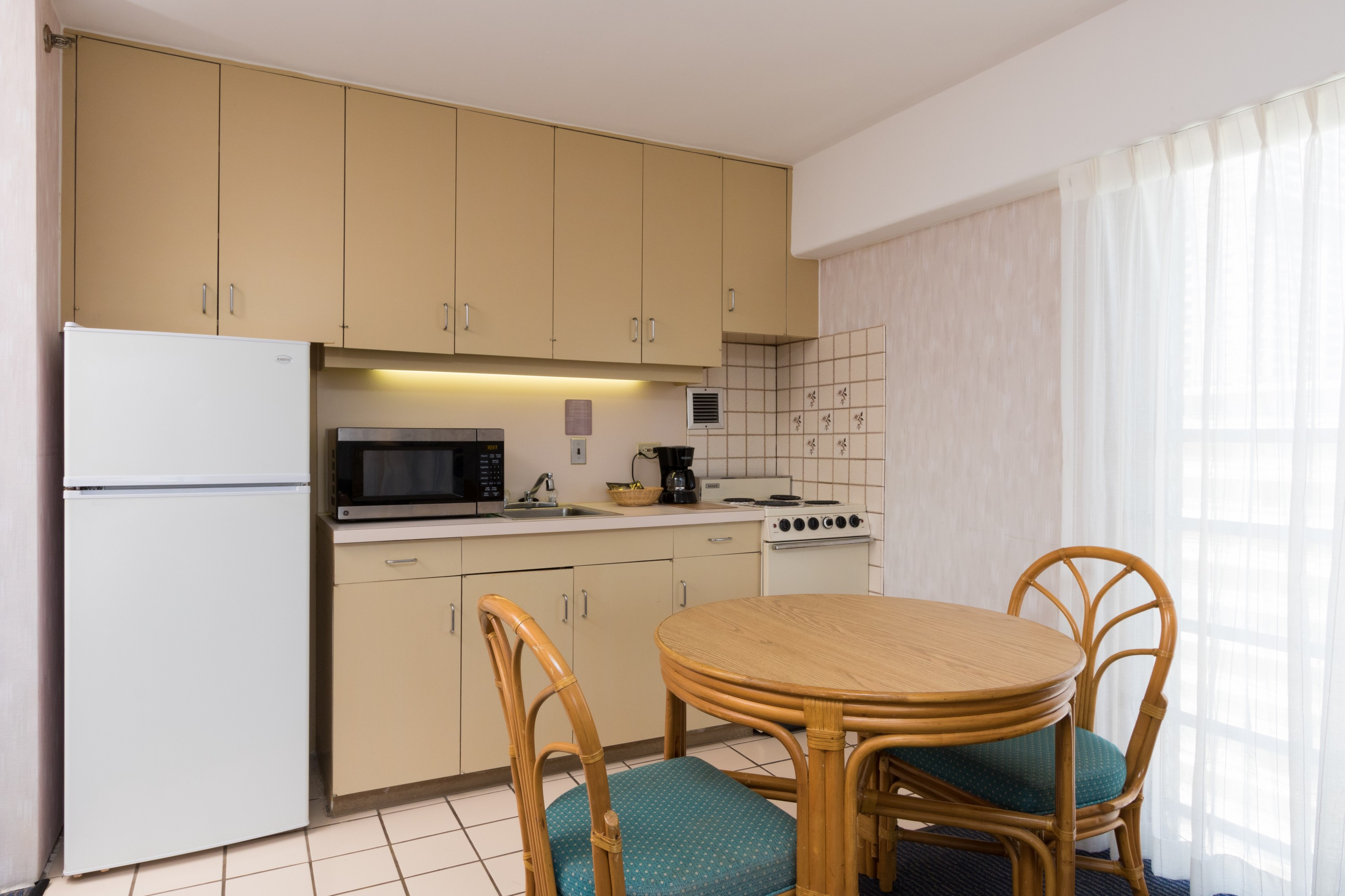 hotels with kitchens in waikiki bed bath and beyond kitchen mat accommodation studio rooms ilima hotel honolulu