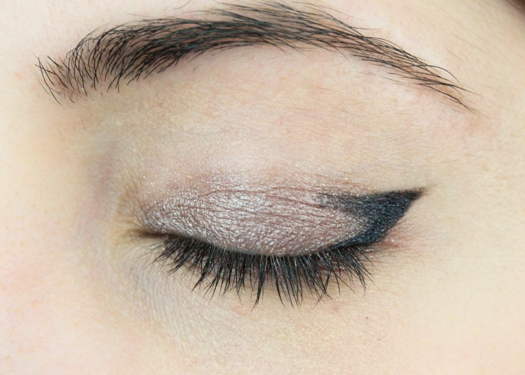 Simple cat eye look decorativestyle how to create a simple cat eye look using pencil eyeliner jessoshii baditri Image collections