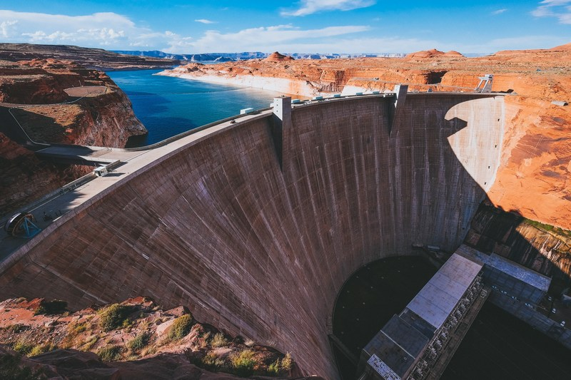 Barragem Glen Canyon (EUA). Fonte: Unsplash.