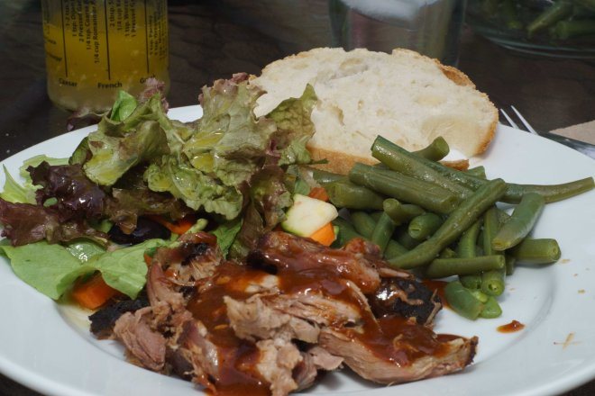 Pulled pork with salad and green beans