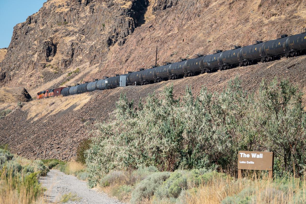 """BNSF Oil Train at """"The Wall"""" Celilo, WA"""