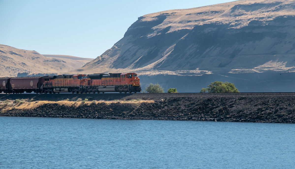 BNSF at Railroad Island Park