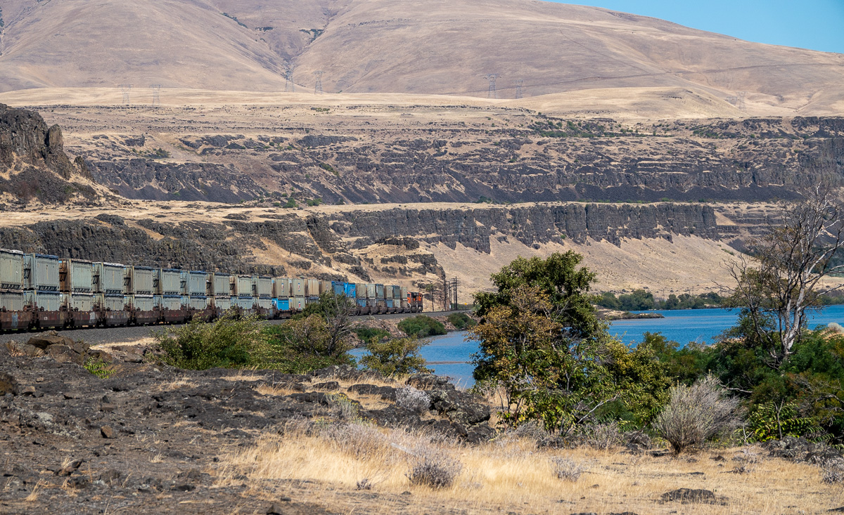 Garbage train passing through Horsethief Lake state park headed toward Roosevelt, WA