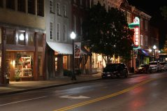 Main street i Franklin by night